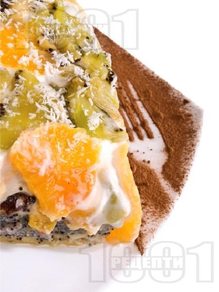 Макова торта с извара, сметана и плодове - снимка на рецептата